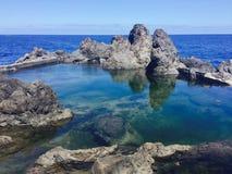 Piscines naturelles de roche d'océan photos libres de droits