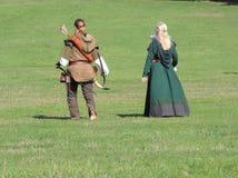 Pisco de peito vermelho e Marion na caminhada descalça Foto de Stock Royalty Free