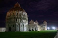 Pise, dei Miracoli de Piazza par nuit images libres de droits