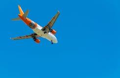 PISE, ITALIE - 25 AOÛT 2015 : Terres d'avion d'Easyjet dans l'airpo de Pise Photo libre de droits
