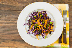 Piselli alimento verdi sani, zucca e cavolo rosso Fotografia Stock
