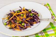 Piselli alimento verdi sani, zucca e cavolo rosso Immagine Stock Libera da Diritti