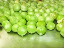 Piselli e frutta del pisello il legume su bianco Immagini Stock Libere da Diritti