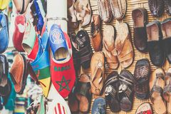 Piska moroccan häftklammermatare i traditionell marknad i medina av Mars Royaltyfria Bilder