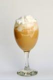 piskad kräm- is för kaffe Fotografering för Bildbyråer