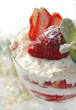 piskad kräm- jordgubbe Royaltyfri Bild