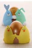 pisklęcy Easter jajka eggcup śmieszny Fotografia Royalty Free