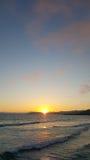 Pismo Wyrzucać na brzeg zmierzch z odbiciami słońce z piaska Obrazy Royalty Free