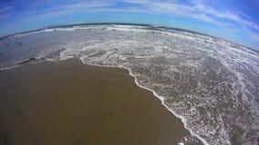 Pismostrand Californië - Witte Klippen en Oceaan op Strand stock footage