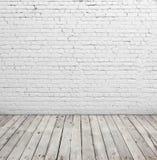 Piso blanco de la pared de ladrillo y de madera fotografía de archivo libre de regalías