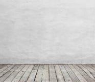 Piso blanco viejo de la pared y de madera Imagen de archivo libre de regalías