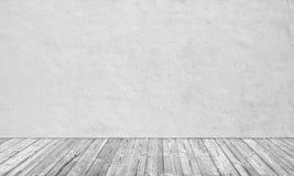 Piso blanco viejo de la pared y de madera Imagenes de archivo