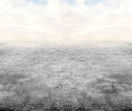 Piso concreto debajo del cielo imágenes de archivo libres de regalías