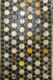 Piso de mármol adornado con los mosaicos en una iglesia en Roma, Italia Foto de archivo