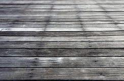 Piso de madera al aire libre del vintage, detalle como lluvia del sol del tiempo Imagen de archivo