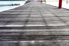 Piso de madera al aire libre del vintage, detalle como lluvia del sol del tiempo Foto de archivo libre de regalías