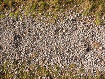 Piso de piedra gris blanco de la trayectoria del adoquín afuera Foto de archivo libre de regalías