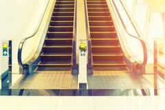 Piso del paso de escalera móvil Imagen de archivo