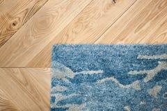 Piso laminado del parquete Textura de madera ligera Alfombra suave beige Diseño interior caliente imagen de archivo