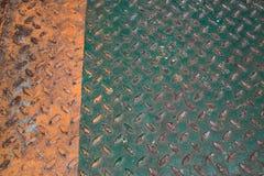 Piso verde y anaranjado del metal del diamante, backgr industrial abstracto Fotografía de archivo libre de regalías