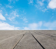 Piso y cielo azul Fotos de archivo