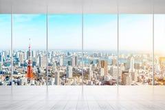 Piso y ventana de mármol vacíos con el horizonte panorámico de la ciudad de Tokio, Japón para la mofa para arriba fotos de archivo