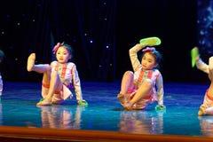 Pisotee en la exposición de enseñanza de clasificación Jiangxi del logro de los niños de la prueba de la academia de la danza de  imagen de archivo
