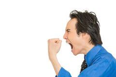 Pissé homme d'entreprise grincheux fâché contrarié fol criant Photo stock