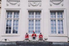 Pissing el muchacho y a muchachas en Gante por la Navidad Imagen de archivo libre de regalías
