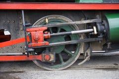 Pistón rojo y verde del tren del vapor imagen de archivo libre de regalías