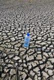 Pista árida y agua mineral Imagen de archivo