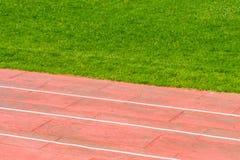 Pista atletica e campo footbal Fotografia Stock Libera da Diritti