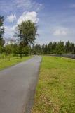Pista ciclabile di camminata e Fotografie Stock Libere da Diritti