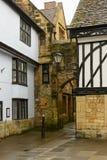 Pista com o arco de pedra em Sherborne, Dorset fotos de stock