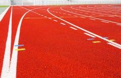 Pista corrente per gli atleti in stadio Immagine Stock