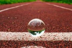 Pista corriente con la esfera de cristal Fotos de archivo libres de regalías