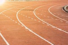 Pista corriente en los estadios para el deporte Fotos de archivo libres de regalías