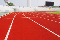 Pista corriente para los atletas en estadio Fotografía de archivo
