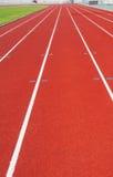 Pista corriente para los atletas en estadio Foto de archivo