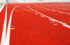 Pista corriente para los atletas en estadio Imagen de archivo