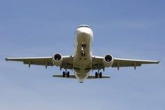 Pista d'avvicinamento dell'aereo di linea Fotografia Stock
