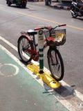 Pista da bicicleta e uma bicicleta Foto de Stock Royalty Free