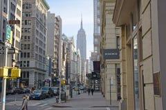 A pista da bicicleta em Fifth Avenue fotos de stock