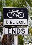 A pista da bicicleta termina o sinal Fotos de Stock Royalty Free