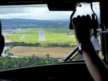 Pista dalla cabina di pilotaggio di aerei Fotografie Stock Libere da Diritti