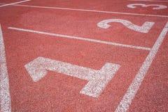 pista de atletismo da posição de começo 123 Foto de Stock