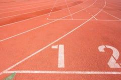 Pista de atletismo para o fundo dos atletas Fotografia de Stock