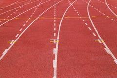 Pista de atletismo para qualquer tempo, superfície artificial revestida com borracha Foto de Stock Royalty Free
