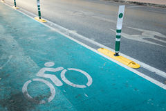 A pista de bicicleta Bicycle o sinal, sinal que indica uma pista de bicicleta dedicada Fotografia de Stock Royalty Free
