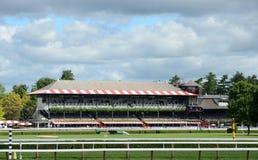 Pista de carrera de caballos fotografía de archivo libre de regalías